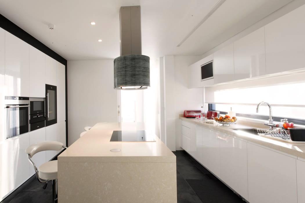 Bidoeira 01: Cozinhas  por Eficema, móveis lda