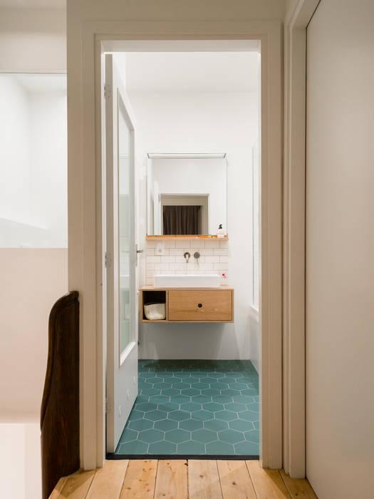 Modern Bathroom by Kevin Veenhuizen Architects Modern
