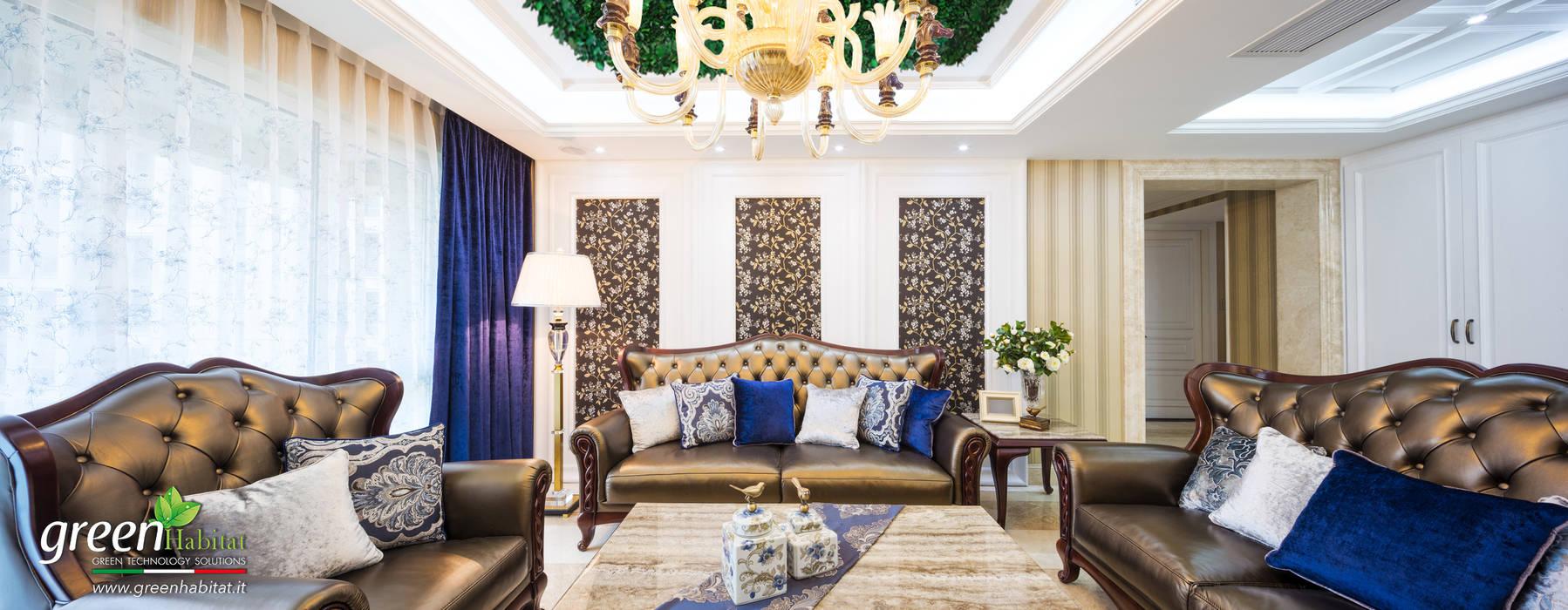 SALA DA PRANZO CON VERDE VERTICALE A SOFFITTO: Soggiorno in stile in stile Moderno di Green Habitat s.r.l.