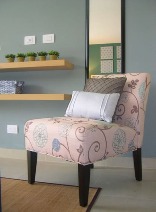 The Perfect Studio Apartment - Designer-Look Under $4000 Dollars (2014) by James Grey Interiors Eclectic