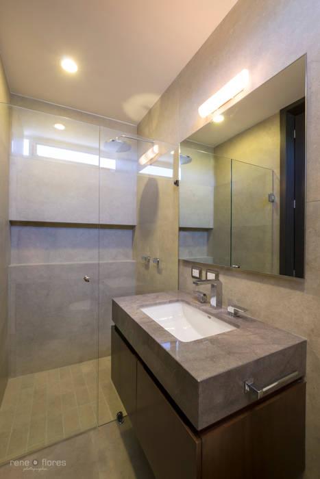 Baño: Baños de estilo  por René Flores Photography, Moderno