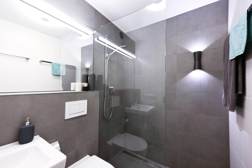 Anthrazitfarbene walk-in-dusche moderne badezimmer von ...