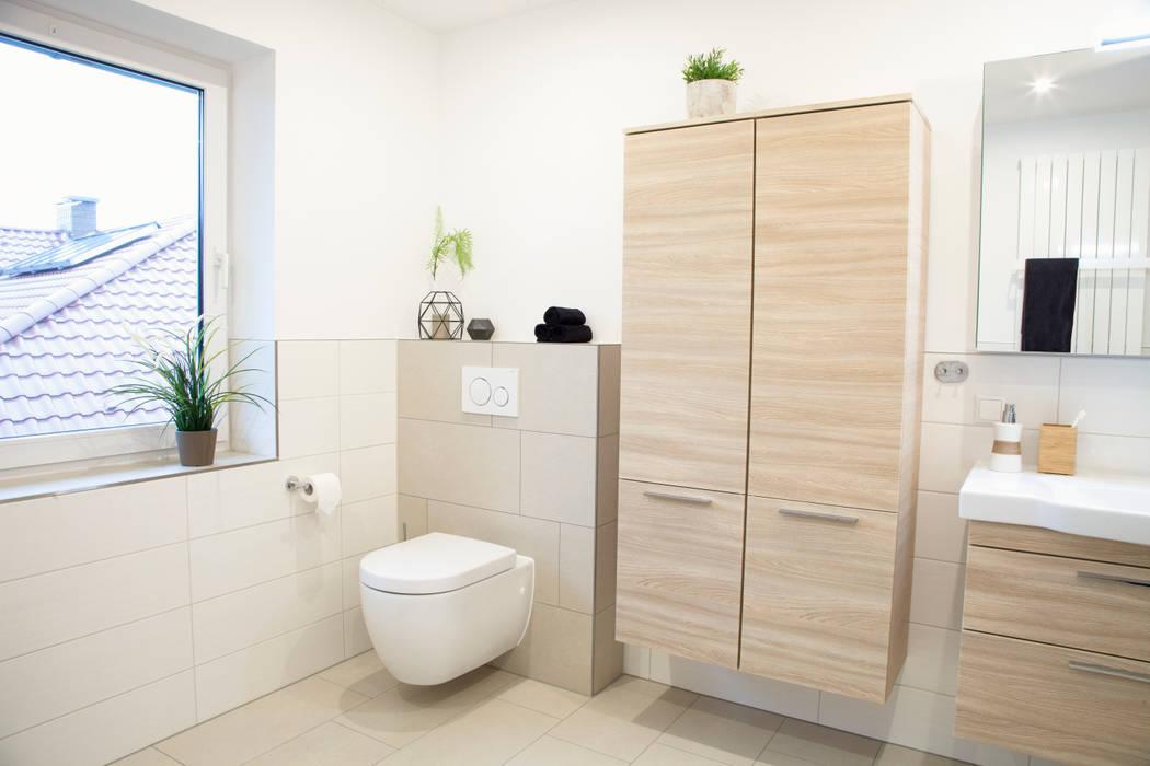 Badezimmer mit badmöbel in holzoptik moderne badezimmer von ...