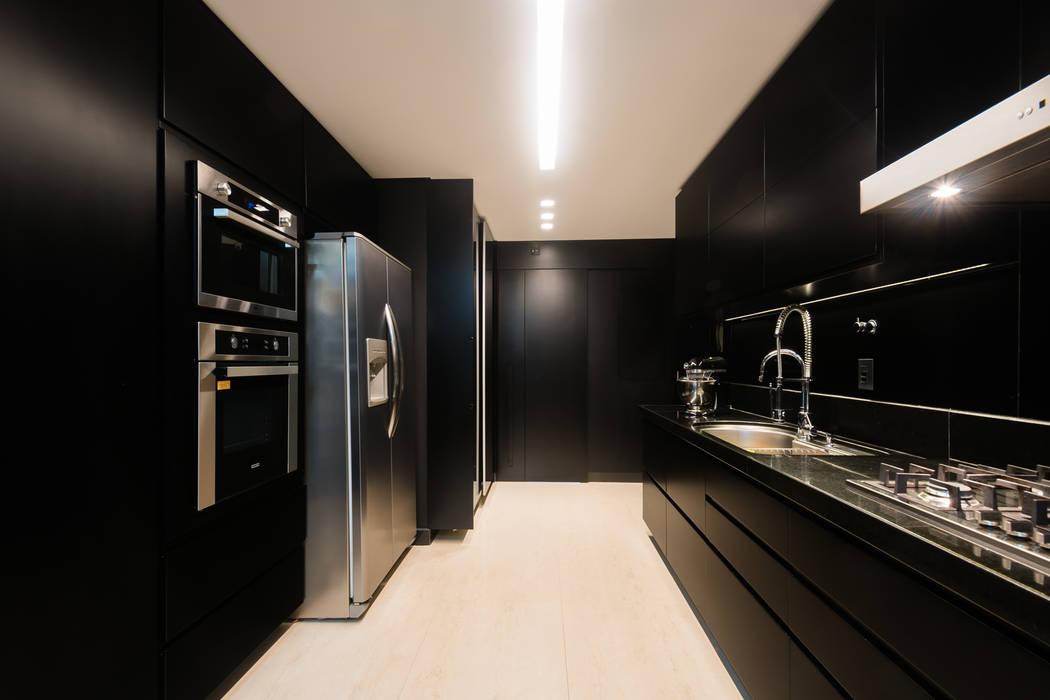 Aparatamento de Cobertura: Cozinhas  por Daniela Andrade Arquitetura,Moderno