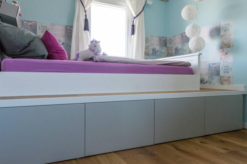 Habitaciones de niñas de estilo  de Pomp & Friends - Interior Designer