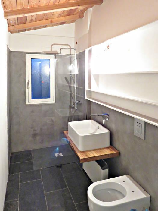 Bagno Ecologico: Bagno in stile in stile Rustico di Studio Architettura x Sostenibilità