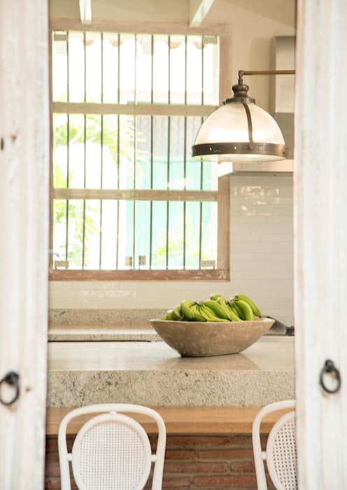 HACIENDA SANTA CRUZ DE PAPARE: Cocinas de estilo  por Maria Teresa Espinosa