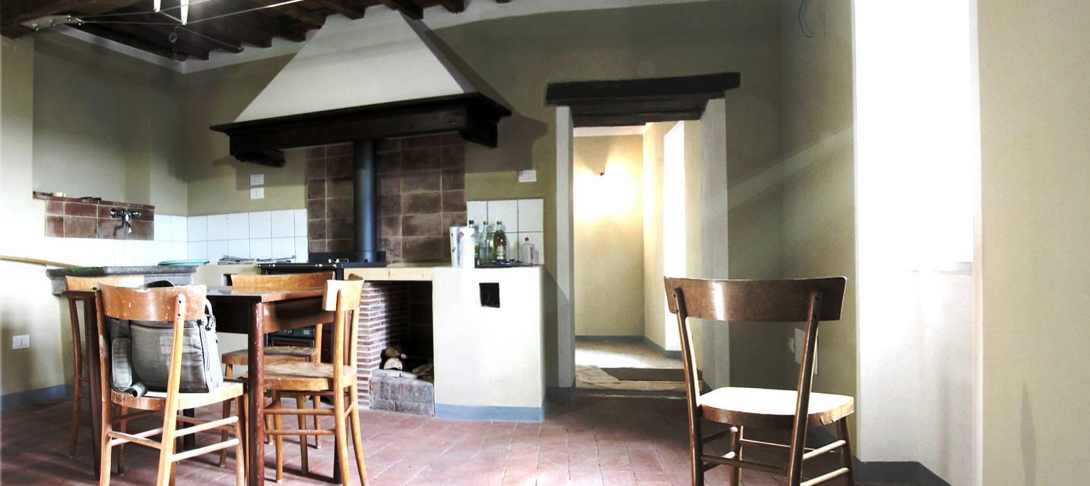 Classe a in borgo antico - ristrutturazione: cucina in stile ...