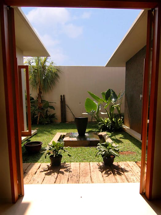 Residential_Landed_Semi-Detached House Taman Tropis Oleh daksaja architects and planners Tropis Kayu Wood effect