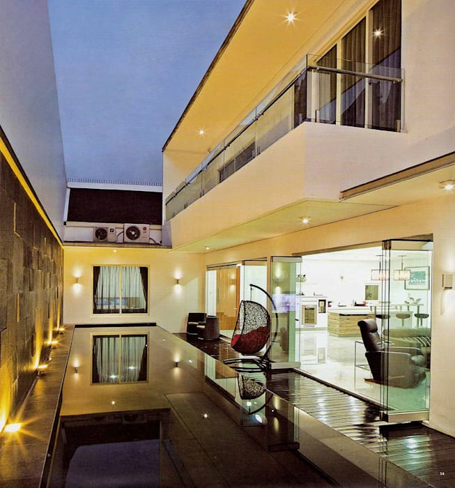 Residential_Landed_Semi-Detached House: Kolam Renang oleh daksaja architects and planners,