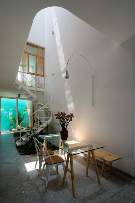 LESS house :  Hành lang by workshop.ha,