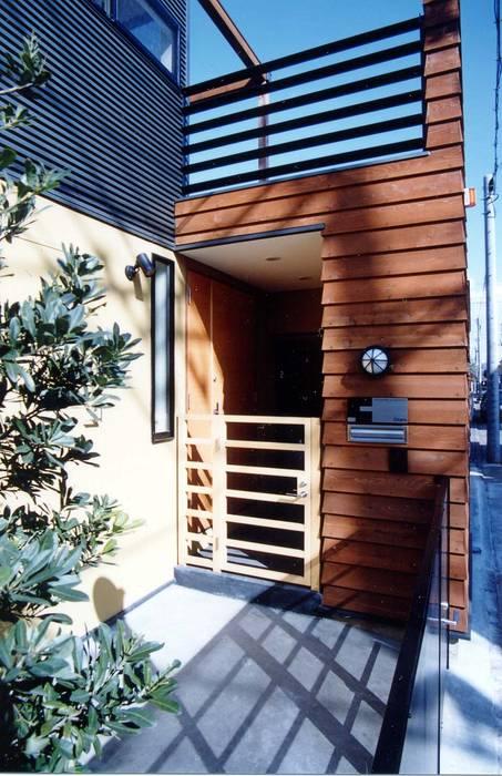 Modern corridor, hallway & stairs by (有)中尾英己建築設計事務所 Modern