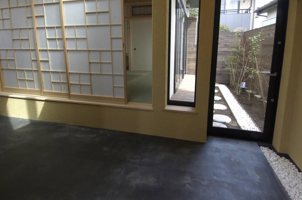 東領家の家 の (有)中尾英己建築設計事務所 モダン