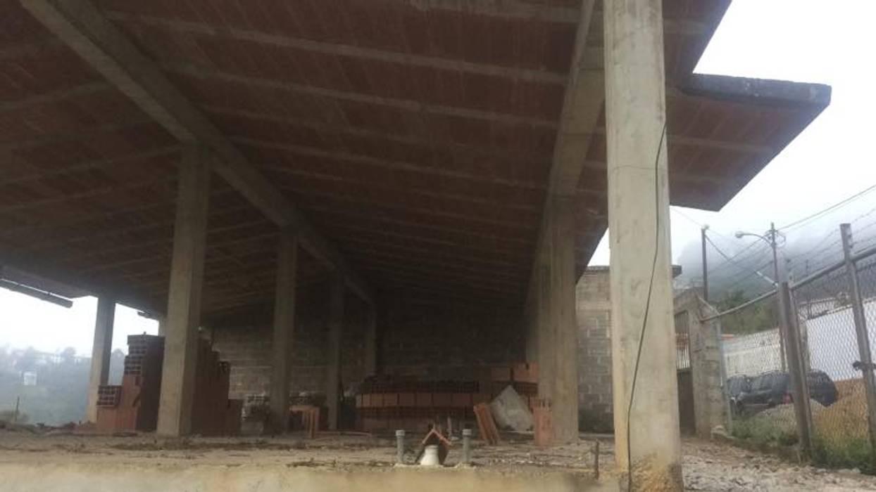 Situacion Inicial de la vivienda. construccion previa a la contratación de los servicios arquitectónicos Casas de estilo ecléctico de Proyectos Kukenán SAS Ecléctico