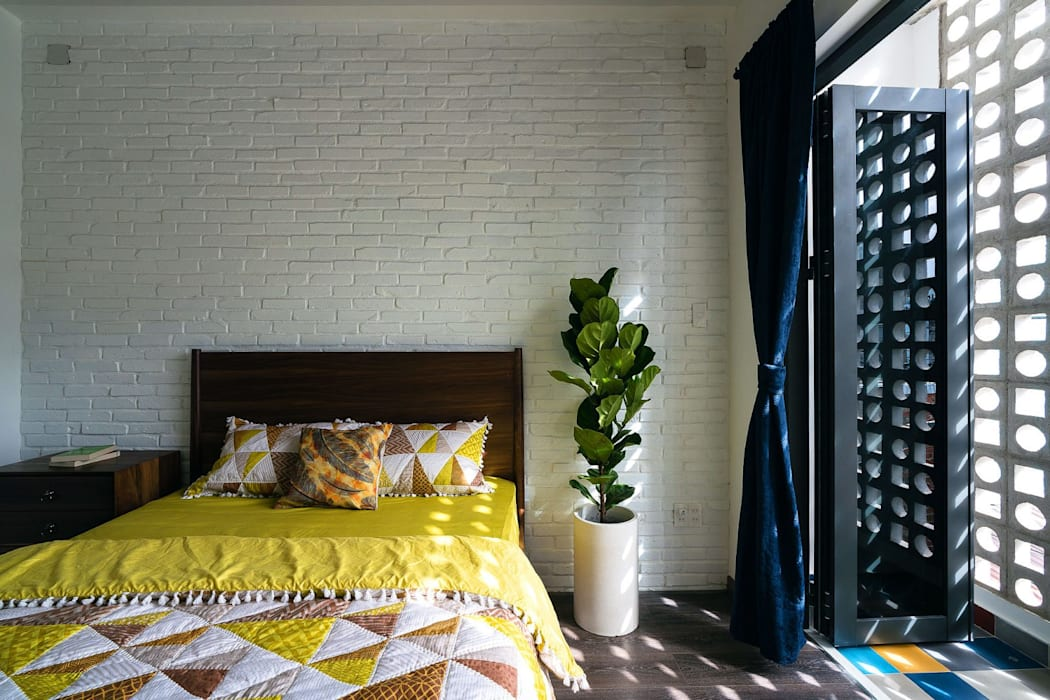 Không gian phòng ngủ và bàn làm việc:  Phòng ngủ by Công ty TNHH Xây Dựng TM – DV Song Phát