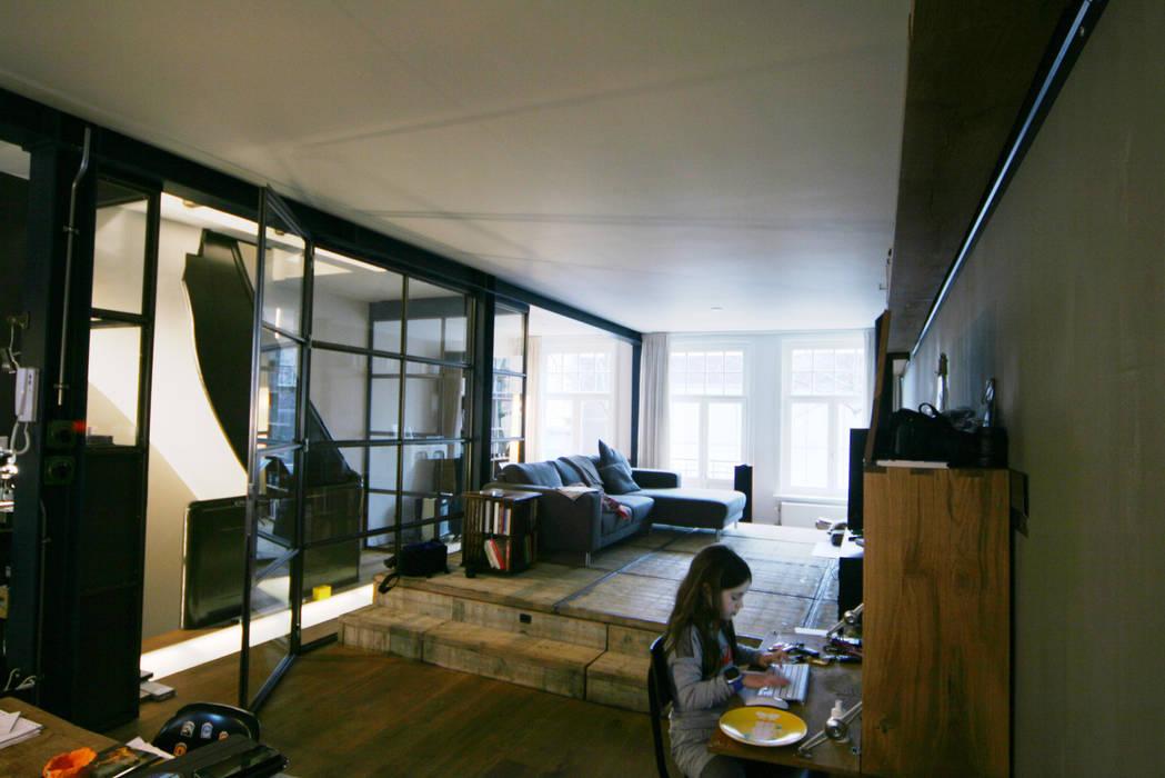 Modern Living Room by YBB Architecture Amsterdam Modern