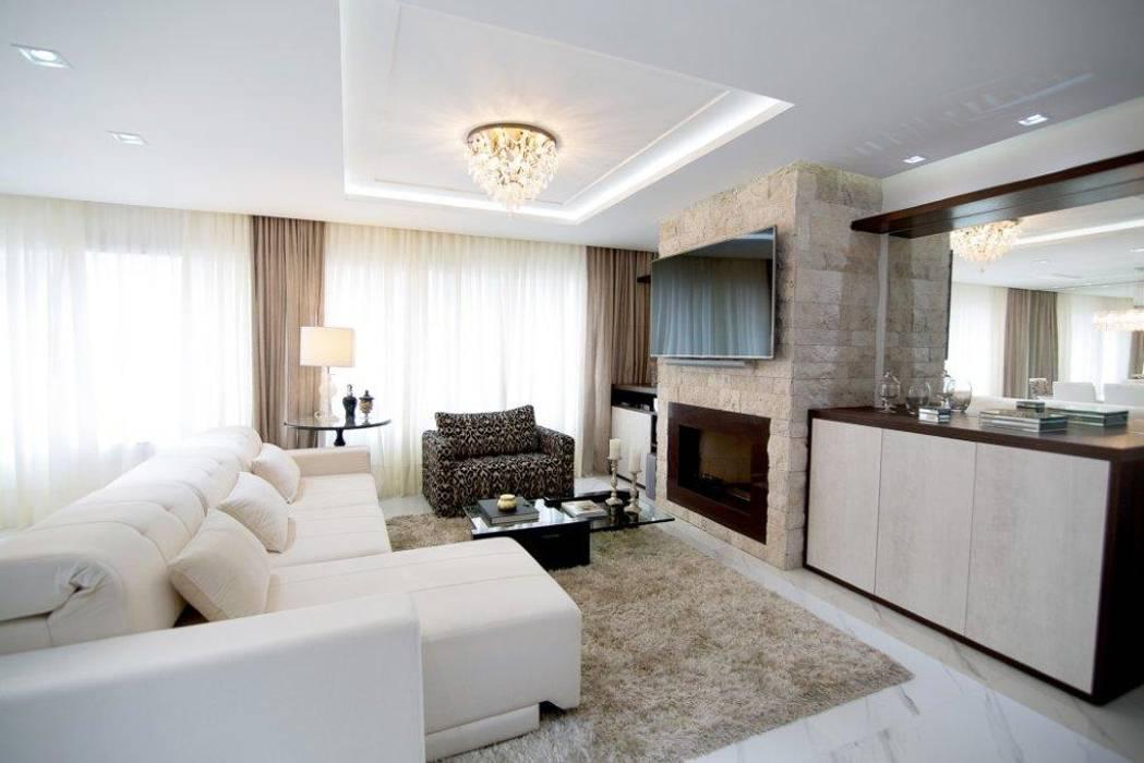 Arquitetura residencial: Salas de estar  por Claudia Cabral Arquitetura,