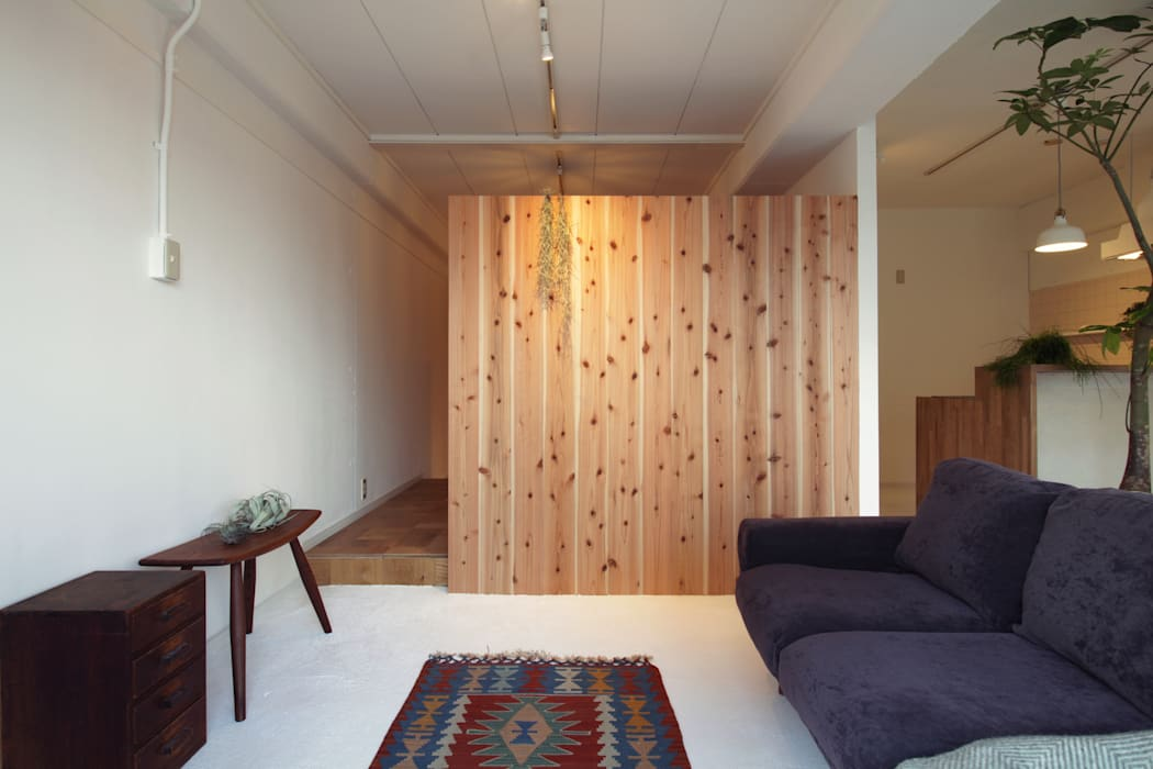 Modern style bedroom by Mimasis Design/ミメイシス デザイン Modern Wood Wood effect
