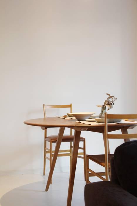 Apartment in Gakuemmae: Mimasis Design/ミメイシス デザインが手掛けたミニマリストです。,ミニマル 木 木目調