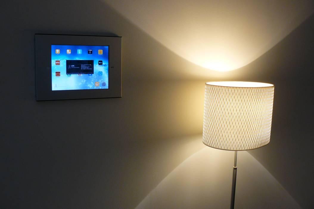modern Bedroom by Omnitrack