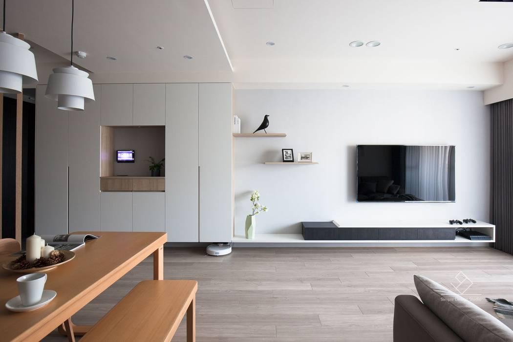 客廳電視牆:  客廳 by 極簡室內設計 Simple Design Studio, 簡約風