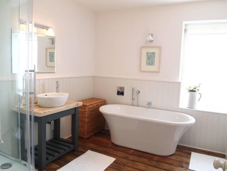 Country Style Bathroom: country Bathroom by DeVal Bathrooms