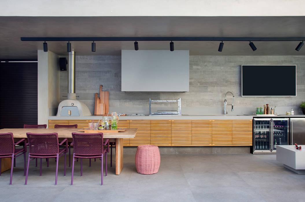 Modern kitchen by Hobjeto Arquitetura Modern