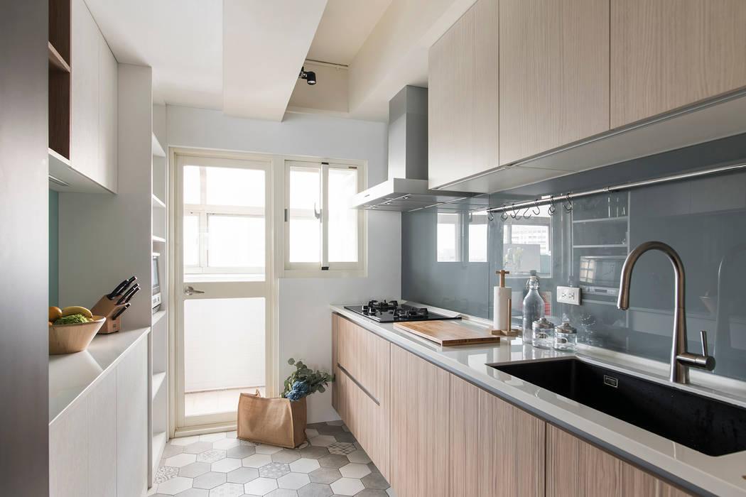 《日向》:  廚房 by 辰林設計