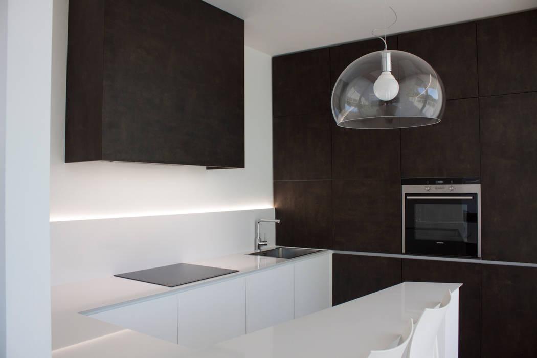 cucina: Cucina in stile in stile Minimalista di Giemmecontract srl.