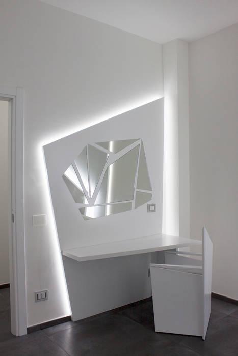 camera da letto: Camera da letto in stile in stile Minimalista di Giemmecontract srl.