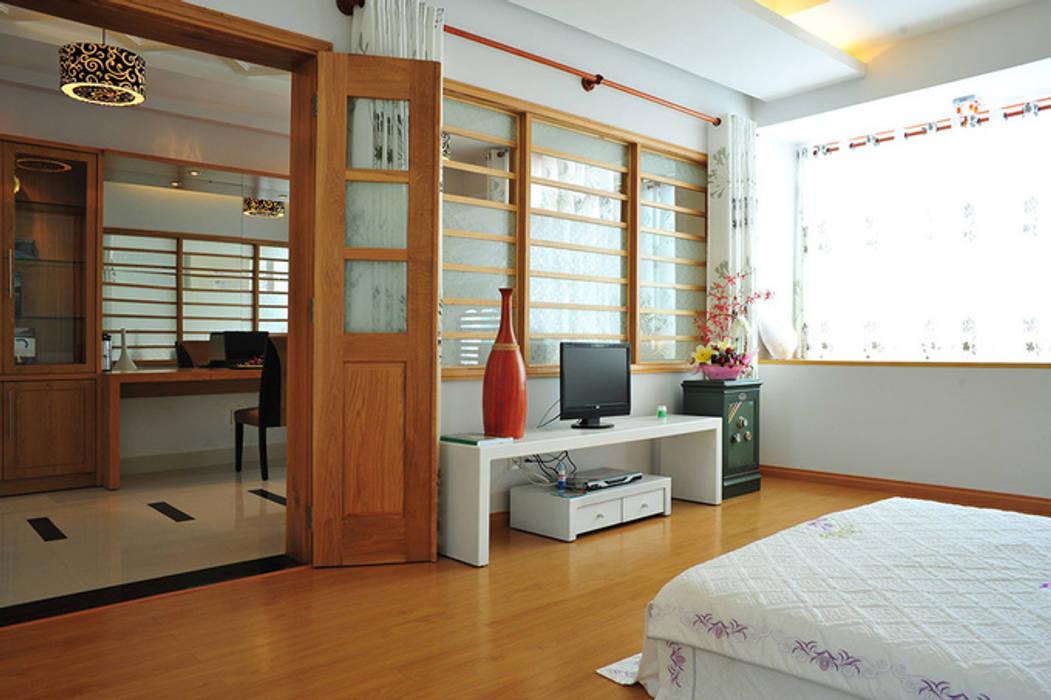 Phòng ngủ sang trọng và thoáng đãng:  Phòng ngủ by Công ty TNHH Xây Dựng TM – DV Song Phát