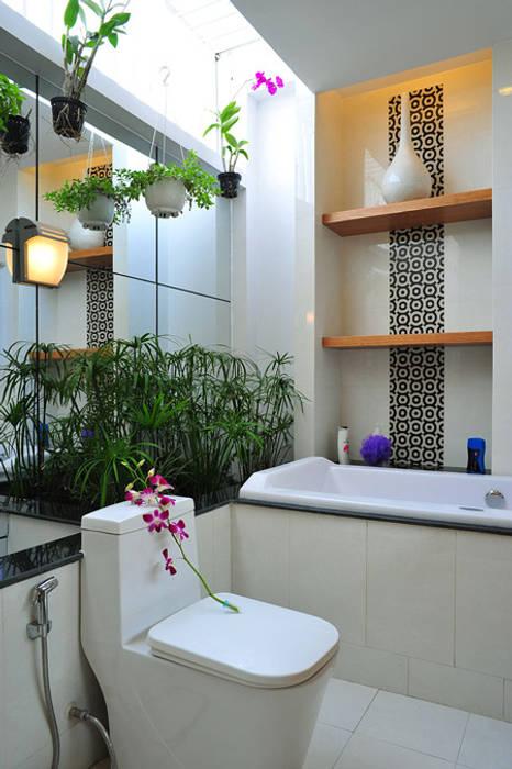 Cây xanh xuất hiện ở mọi nơi:  Phòng tắm by Công ty TNHH Xây Dựng TM – DV Song Phát