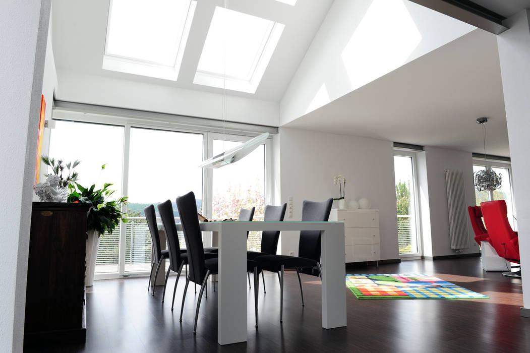 Umbau und Sanierung eines Einfamilienhauses: moderne Esszimmer von Berghaus und Michalowicz GmbH