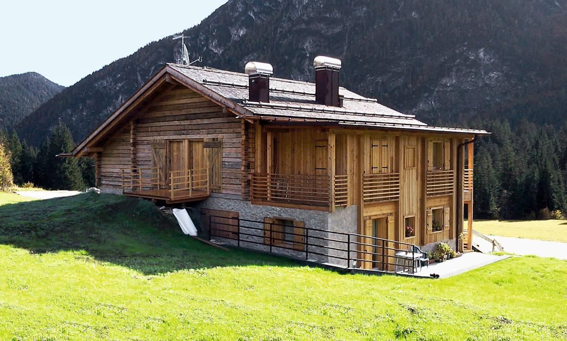 Case Di Pietra E Legno : Legno e pietra: casa di legno in stile di woodbau srl homify