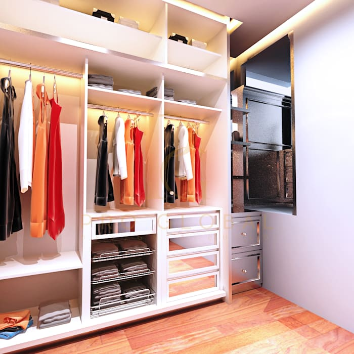 Walk in Closet ( Right Side) Oleh homify Klasik Kayu Wood effect
