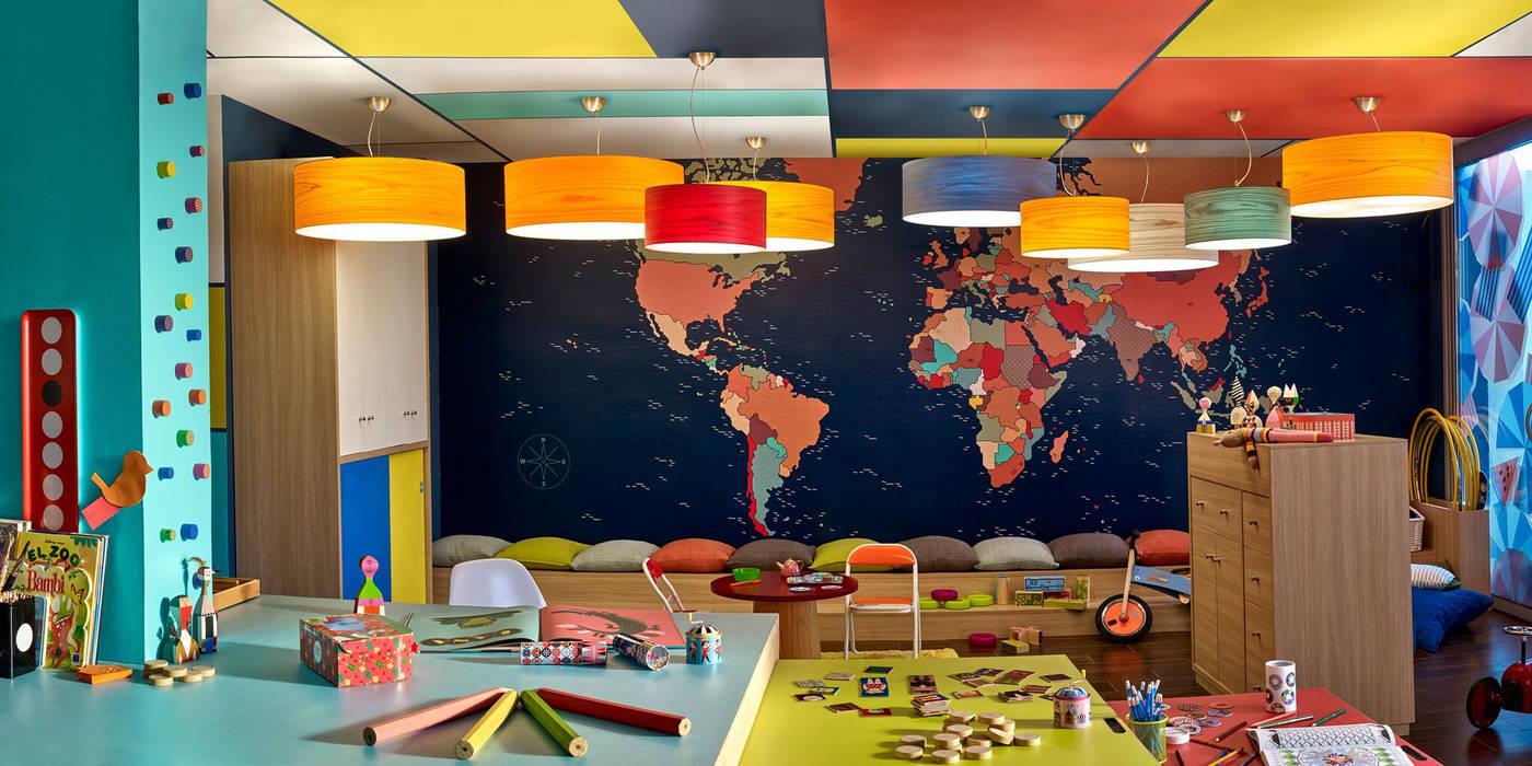 Plafones de diferentes colores: Hogar de estilo  de Luxiform Iluminación