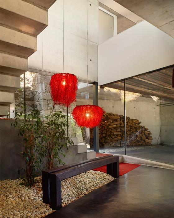 Lámparas colgantes color rojo: Hogar de estilo  de Luxiform Iluminación