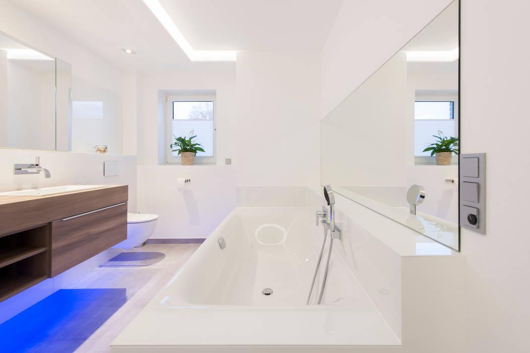 Bad en suite: badezimmer von innenarchitekturbüro jürgen lübcke | homify