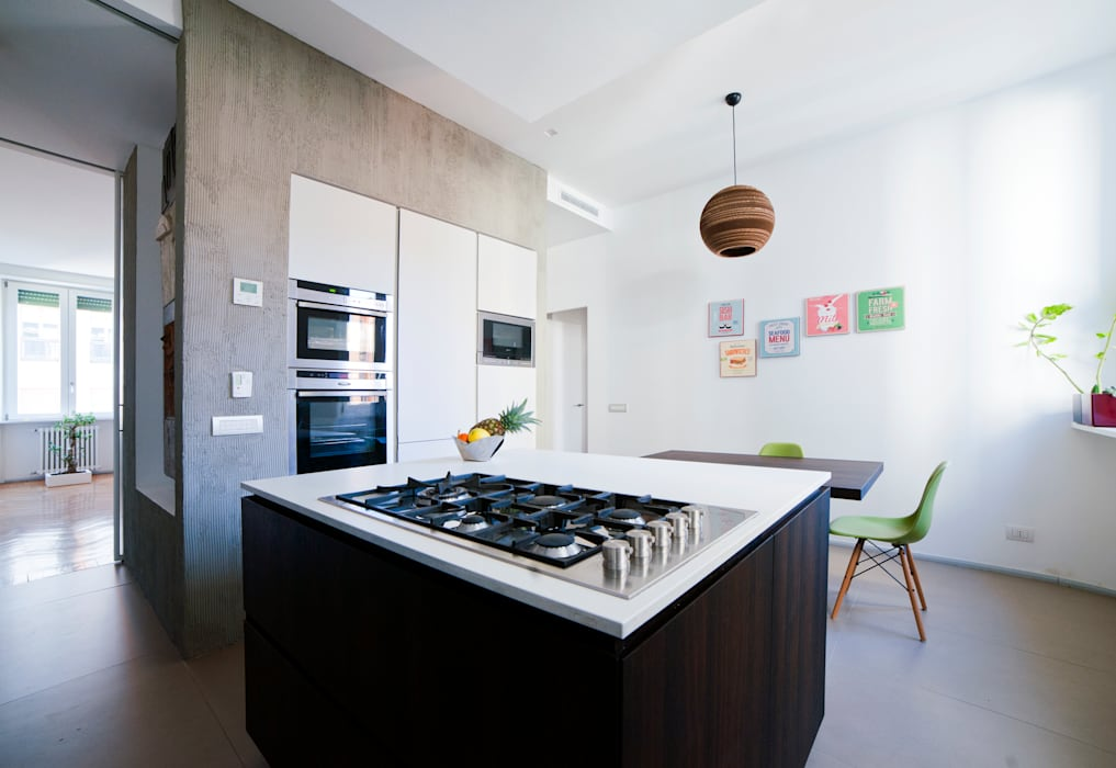 Cucina ad isola: Cucina attrezzata in stile  di Gianluca Bugeia ARCHITETTO,