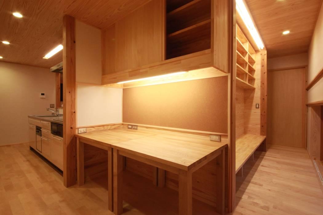 Azjatyckie domowe biuro i gabinet od 田村建築設計工房 Azjatycki