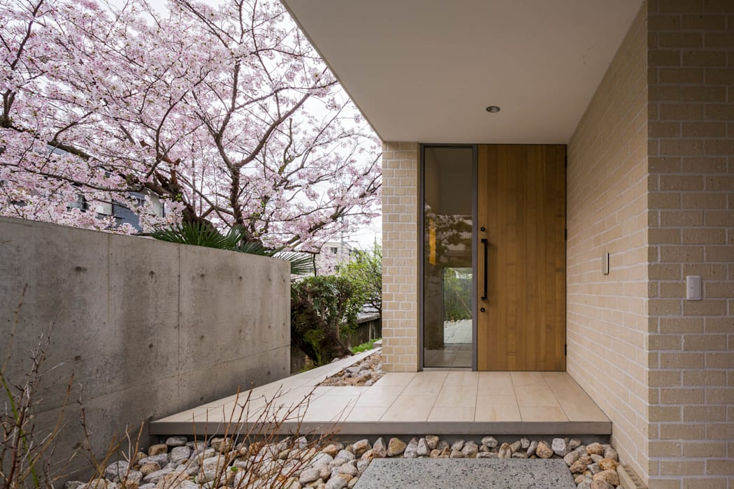 Corridor & hallway by Kenji Yanagawa Architect and Associates,