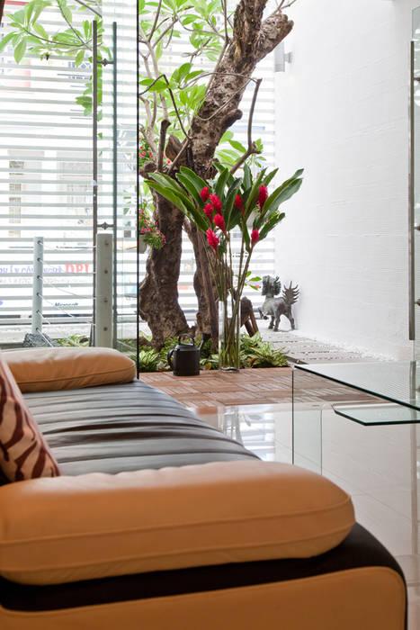 Гостиная в стиле модерн от Công ty TNHH Xây Dựng TM – DV Song Phát Модерн
