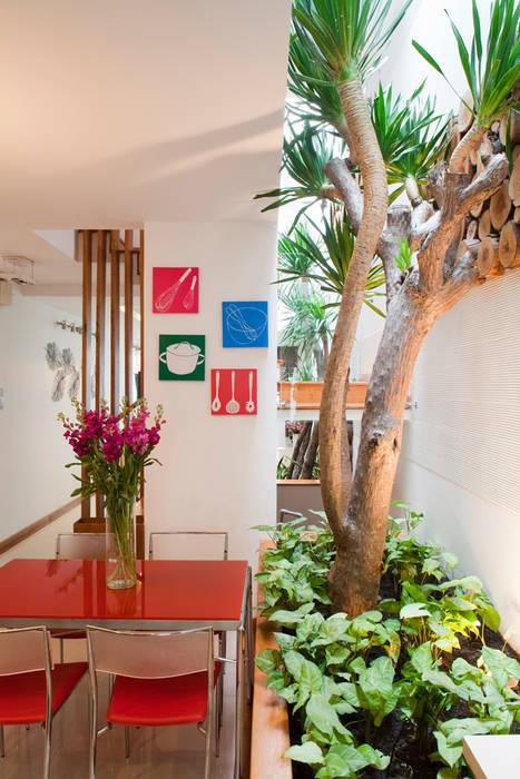 Столовая комната в стиле модерн от Công ty TNHH Xây Dựng TM – DV Song Phát Модерн