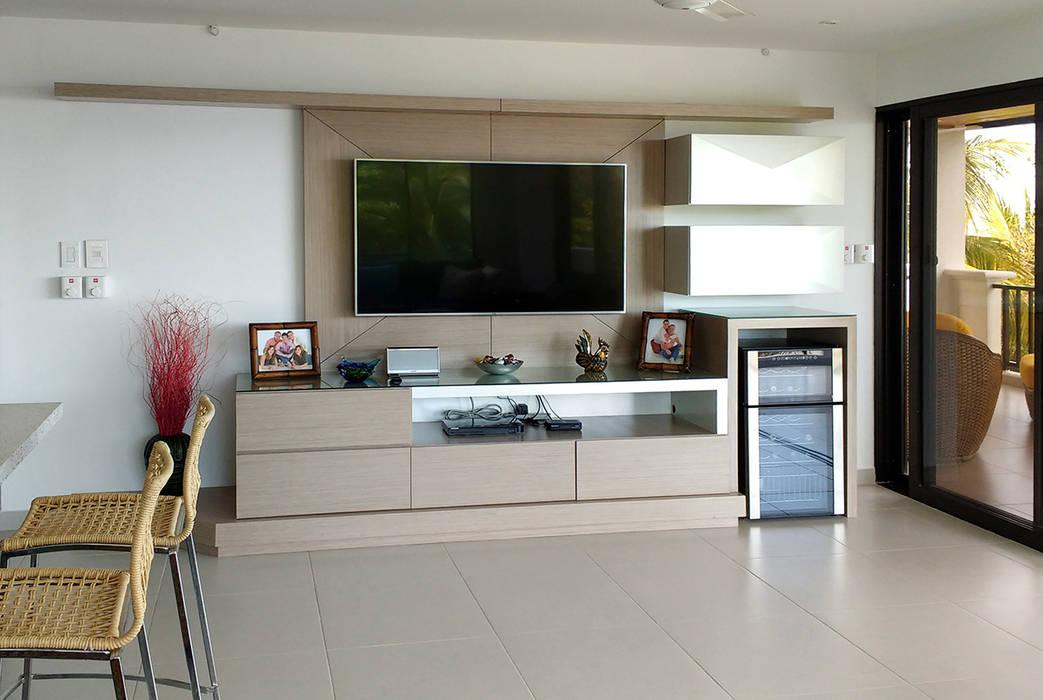 Mueble multimedia salón Salas multimedia de estilo moderno de Remodelar Proyectos Integrales Moderno Aglomerado