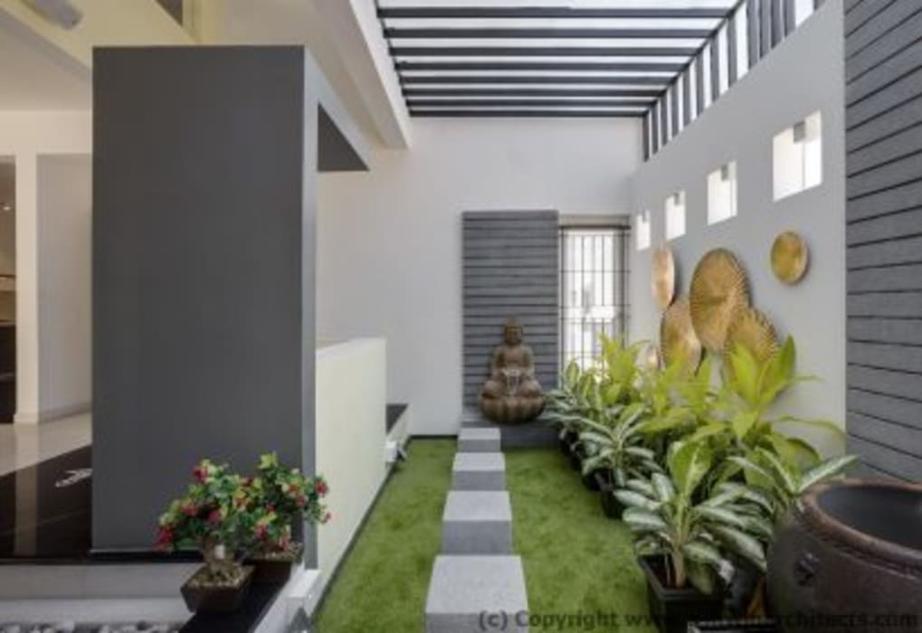Striking House Landscape Designs: 40×60, 4BHK Asian style houses by Ashwin Architects In Bangalore Asian
