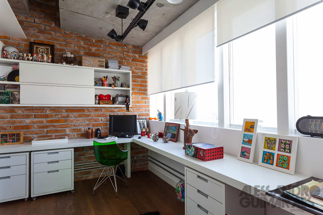 Industrial style study/office by Nautilo Arquitetura & Gerenciamento Industrial Bricks