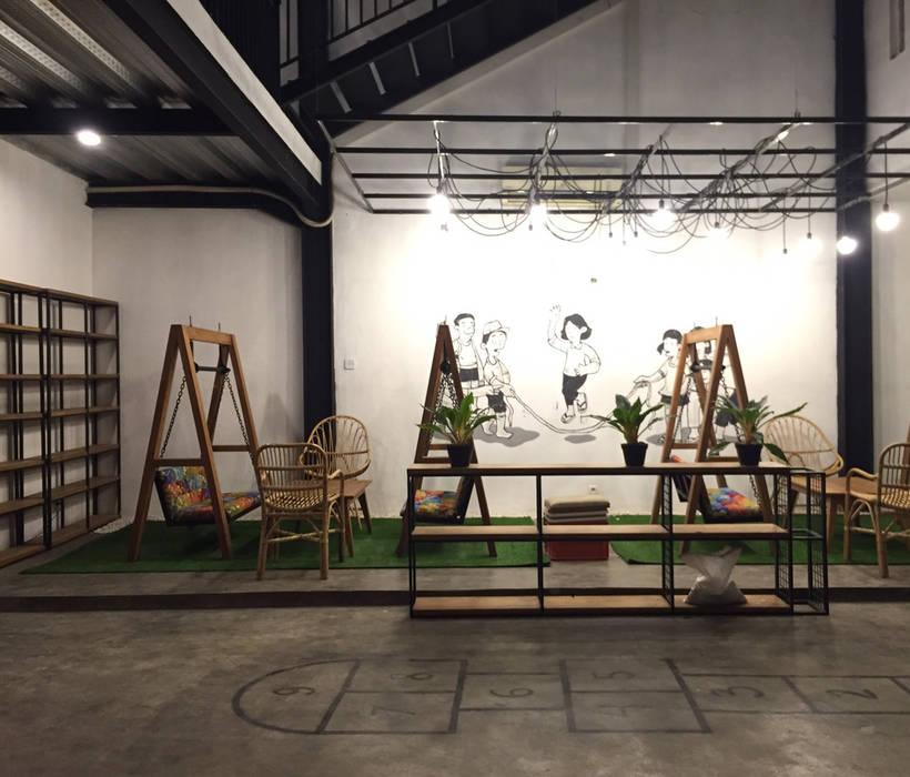 Cafe Area lantai 1B: Bar & Klub  oleh ARAT Design, Industrial