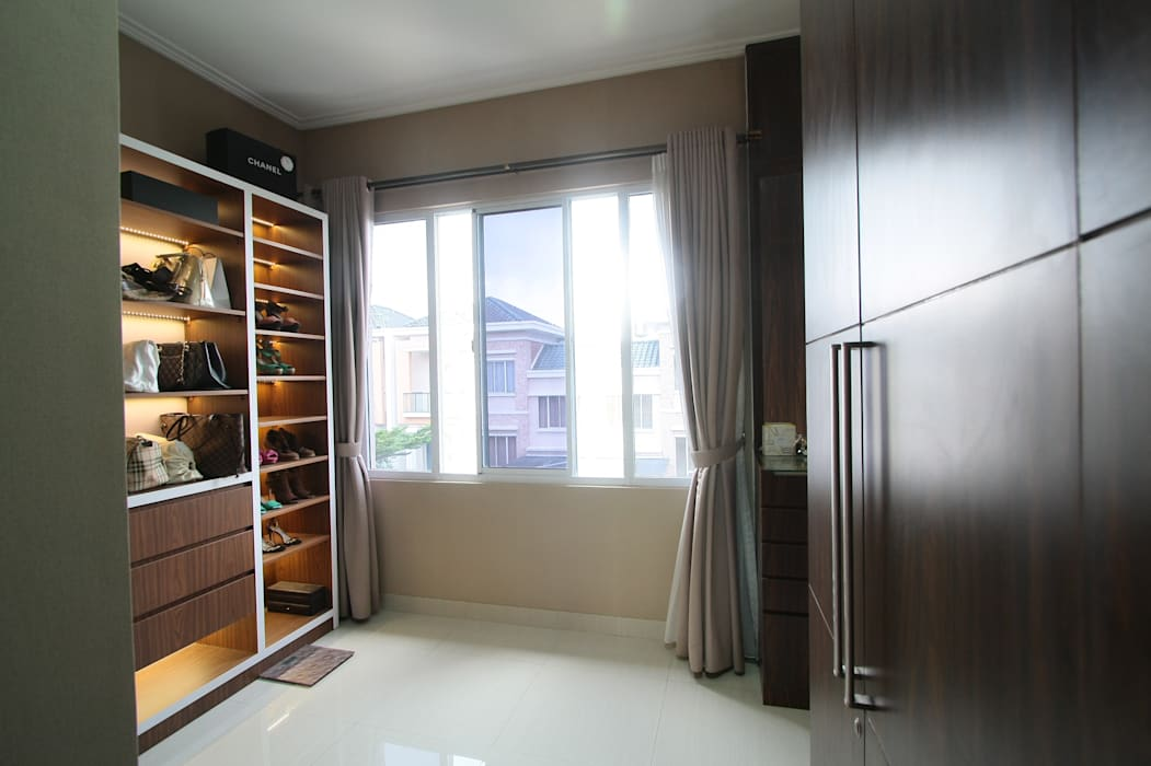 Home sweet home di Grand Galaxy Ruang Ganti Modern Oleh Exxo interior Modern