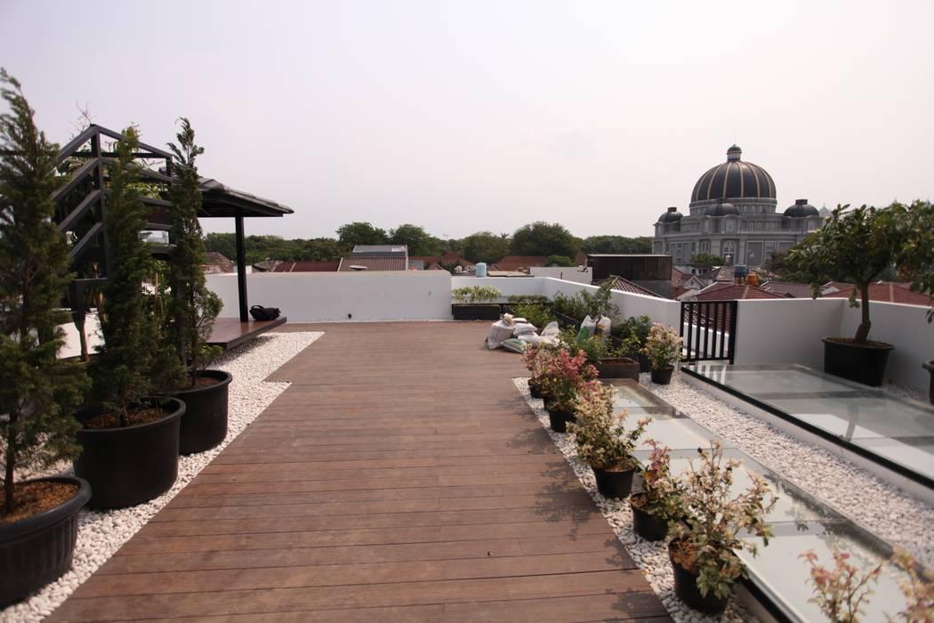 Rooftop 2 Oleh ARAT Design Modern