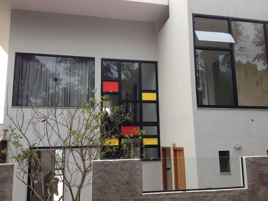 Residência Condomínio Alvim - Fachada por Hérmanes Abreu Arquitetura Ltda Moderno